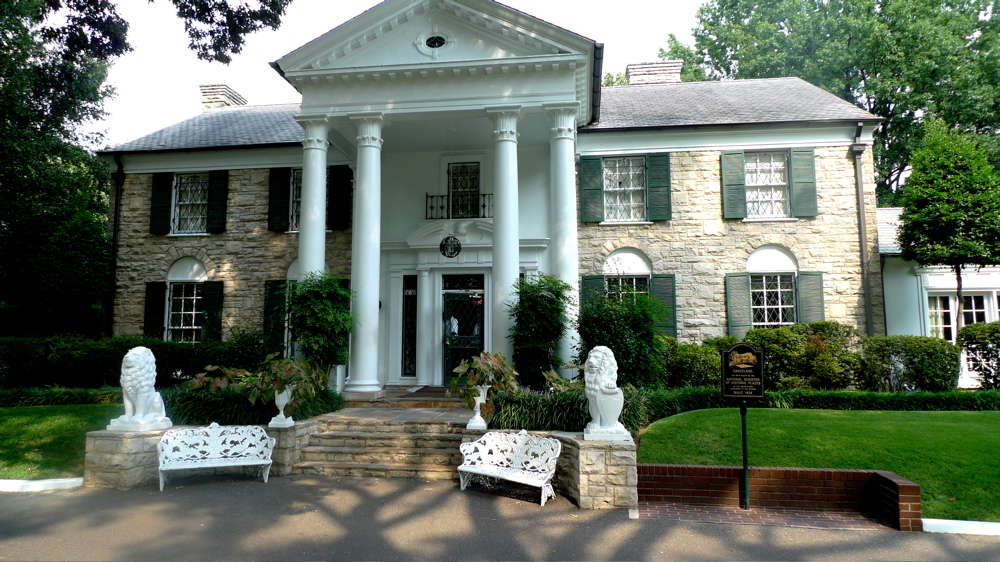 graceland-memphis-tn-august-09-02