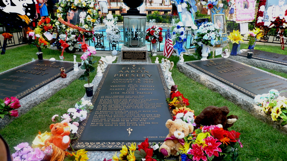 graceland-memphis-tn-august-09-26